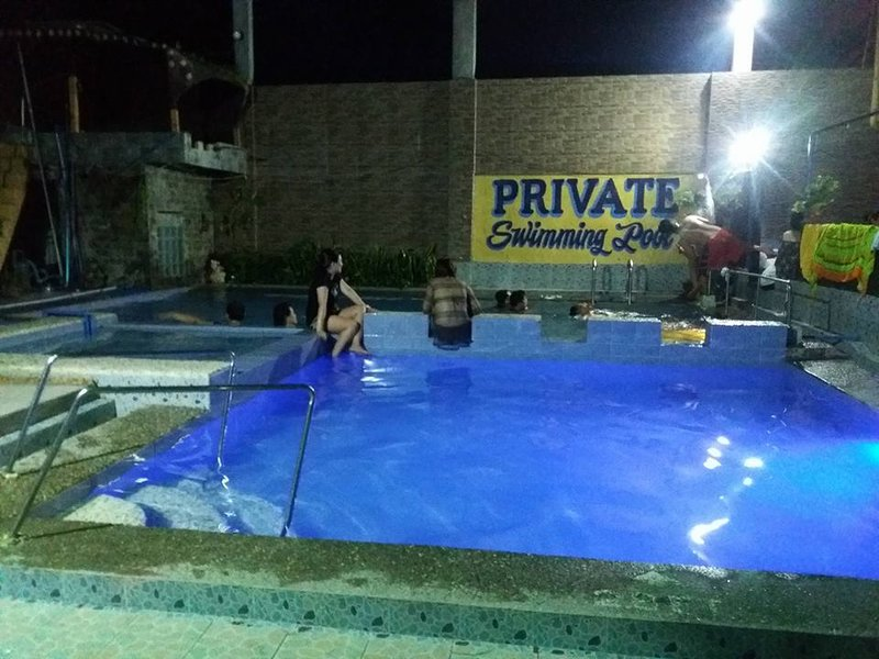 Private swimming pool townhouse unit with 2 rooms per unit - Private swimming pool near metro manila ...