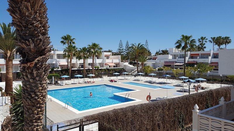 Apartamento amplio y bien situado con estupendas vistas, alquiler de vacaciones en Costa del Silencio