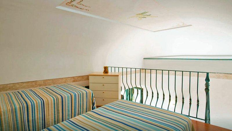 Casa Capri (18) Loft twin bedroom