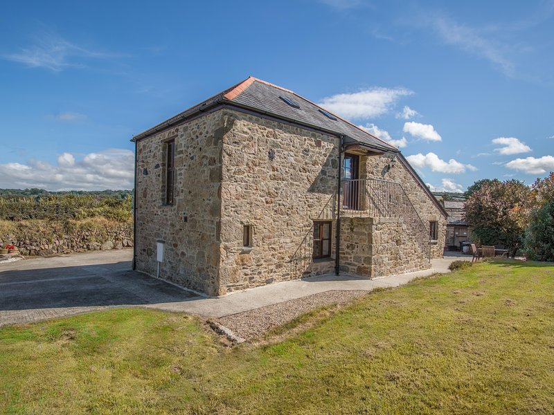 SUNNYWELL, open-plan living, exposed stonework and beams, en-suite, Ref 974708, vacation rental in Lanivet