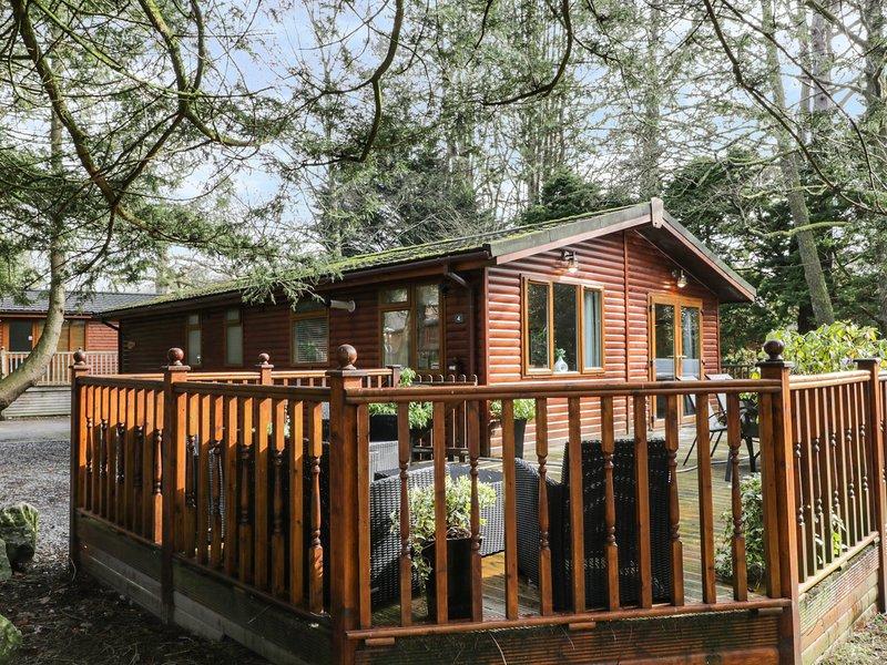 FOOTPRINTS LODGE, hottub, WiFi, parking, Windermere, Ref 972496, holiday rental in Windermere