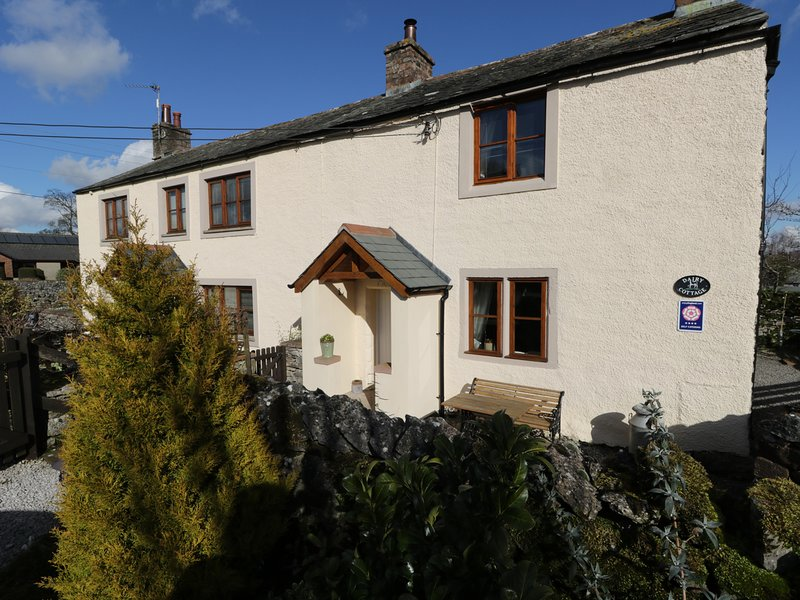 DAIRY COTTAGE, WiFi, parking. Newby, Ref 972413, holiday rental in Bolton