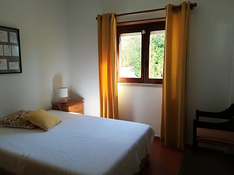Spacious apartment with garden, alquiler vacacional en Azeitão