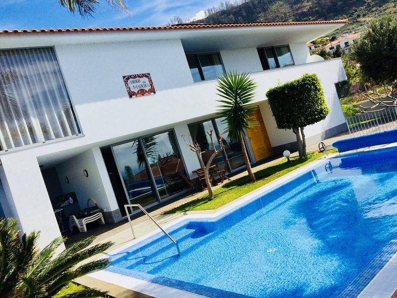 'Abrigo da Madeira' Luxury, quite, 3-story Villa to adore Nature and Life!, location de vacances à Arco da Calheta