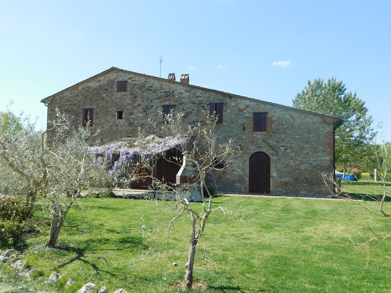 Maremma 3 apartment in Tuscany with big garden and small pool, Ferienwohnung in Cecina