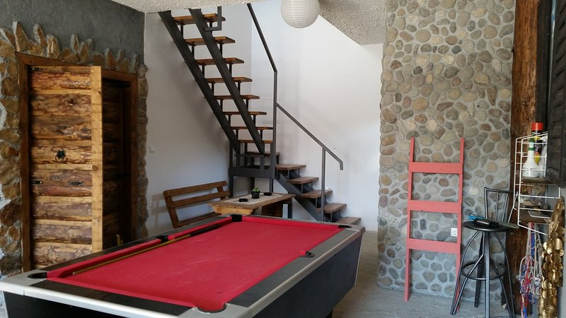 Apartments Discovery - Basic Studio, holiday rental in Otric-Seoci