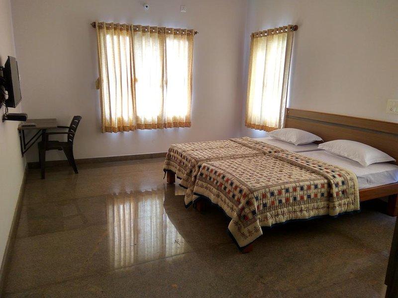 Aashraya Homestay: Room 2, aluguéis de temporada em Mysore