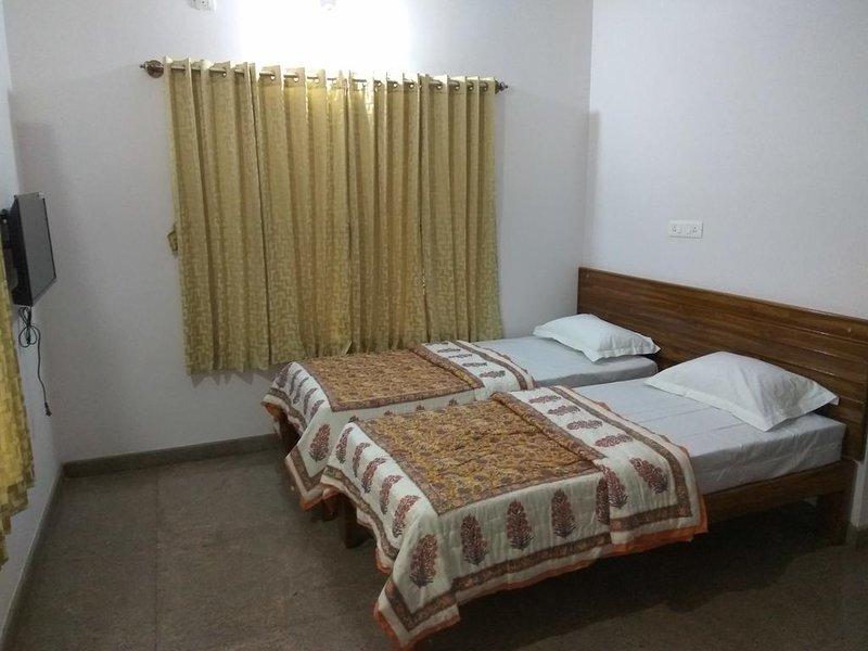Aashraya Homestay: Room 3, aluguéis de temporada em Mysore
