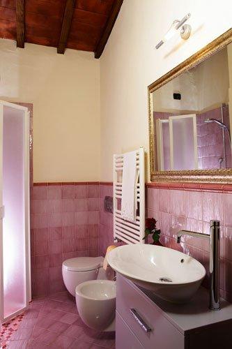 POTTER, bathroom complete with toilet, bidet, shower.