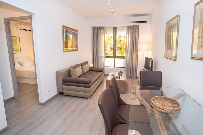 1 bdr Apt in Glyfada 3 minutes from the beach, holiday rental in Glyfada