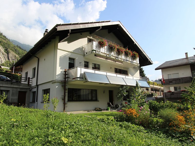 Spacious accommodation at the foot of the famous Aletsch area, location de vacances à Rosswald