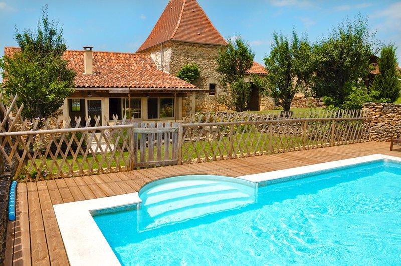 Agréable maison au calme avec piscine privée et jardin, proche de Sarlat, holiday rental in Paulin