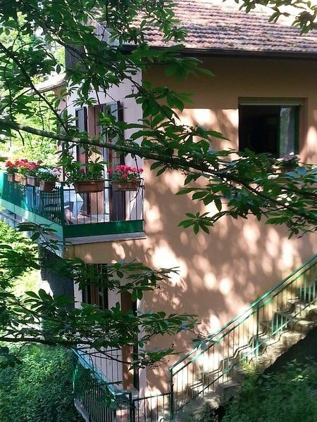 Villa für Liebhaber der Natur und kulinarischer  ligurische Küche, holiday rental in Castel Vittorio