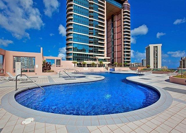 Relaxant Pool Deck au 15e étage