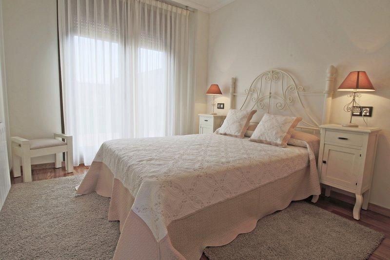 CHALET DE LUJO PRÓXIMO A LA PLAYA, vacation rental in Illa de Arousa