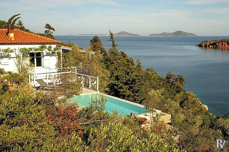 Isiomata Villa Sleeps 8 with Pool and Air Con - 5583286, vacation rental in Alonnisos