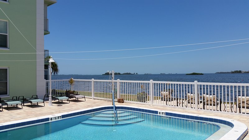 Dunedin Relax in our Updated condo, vacation rental in Crystal Beach