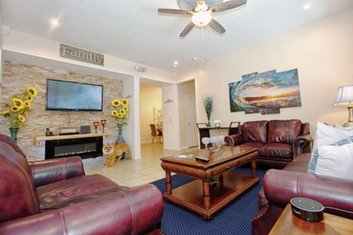 Fabulous Family Living Room w/Comfortable Leather Seating & Wall Mounted Flat Screen TV