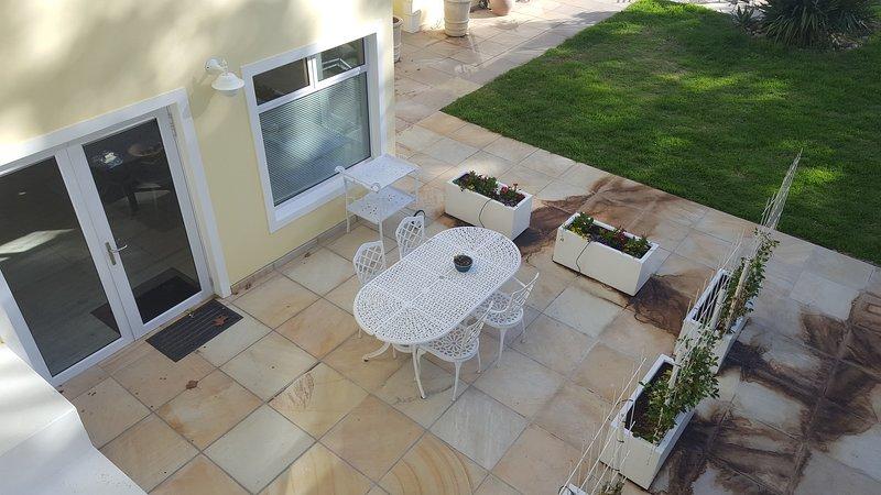 Pinotage Suite Junior - Vue sur terrasse et entrée de JSP