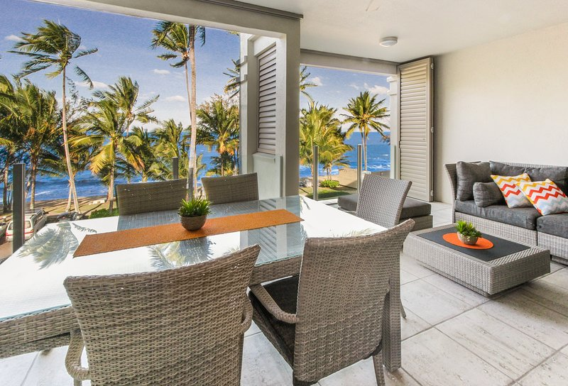 Island Views Eleven | Luxury Beachfront Apartment, vacation rental in Palm Cove