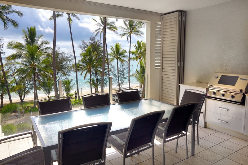 Island Views Twelve | Luxury Beachfront Apartment, vacation rental in Palm Cove