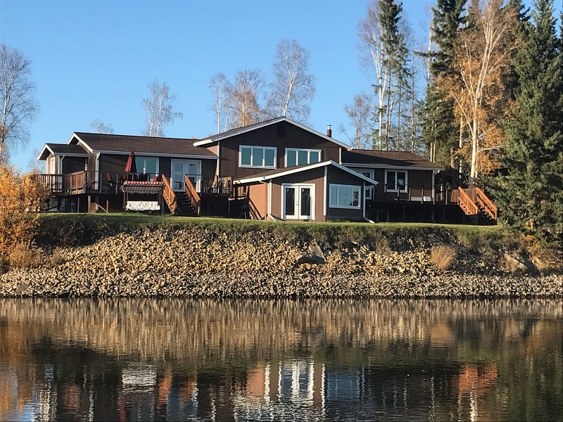 Luxury home on the river - North suite, vacation rental in Fairbanks