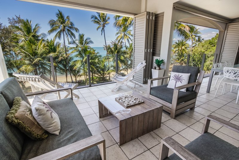 Island Views Sixteen | Luxury Beachfront Apartment, vacation rental in Palm Cove