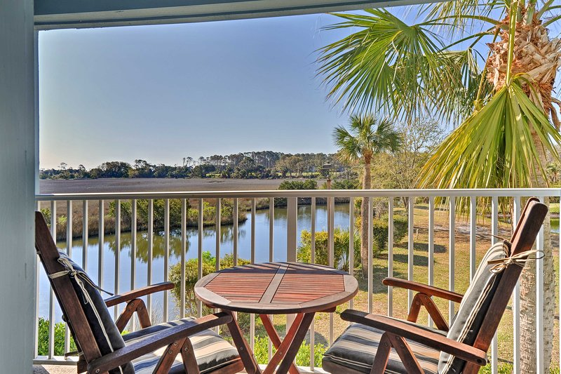 Start each day with fresh air and golf course views on your waterfront balcony.