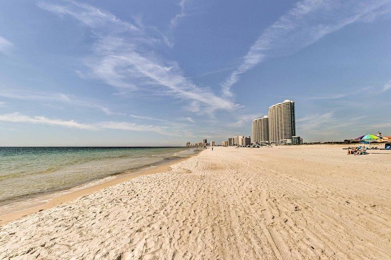 Riconnettiti con i tuoi cari in paradiso in questo bellissimo condominio di Gulf Shores.