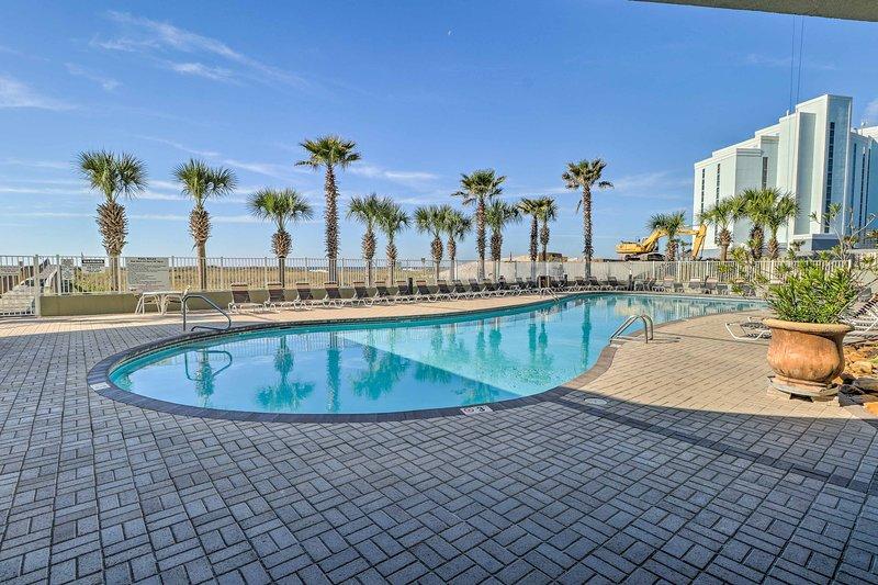 Este condominio de alquiler de vacaciones de 2 camas y 2 baños para 6 se encuentra en Tidewater Condominiums.
