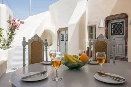 Mega Private House - sleeps 8, vakantiewoning in Athinios