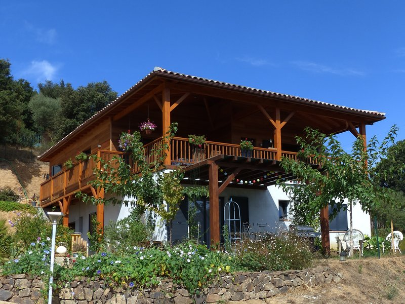 This campemu cottage on a plot of 1500 m2
