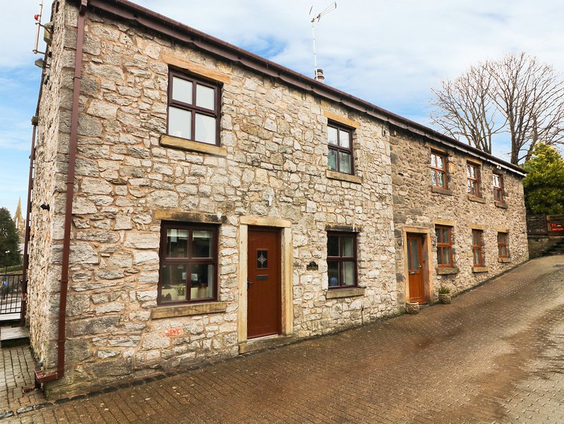 1 THE STABLES, centre of Clitheroe, WiFi, stone-built, Ref 977309, alquiler vacacional en Oswaldtwistle