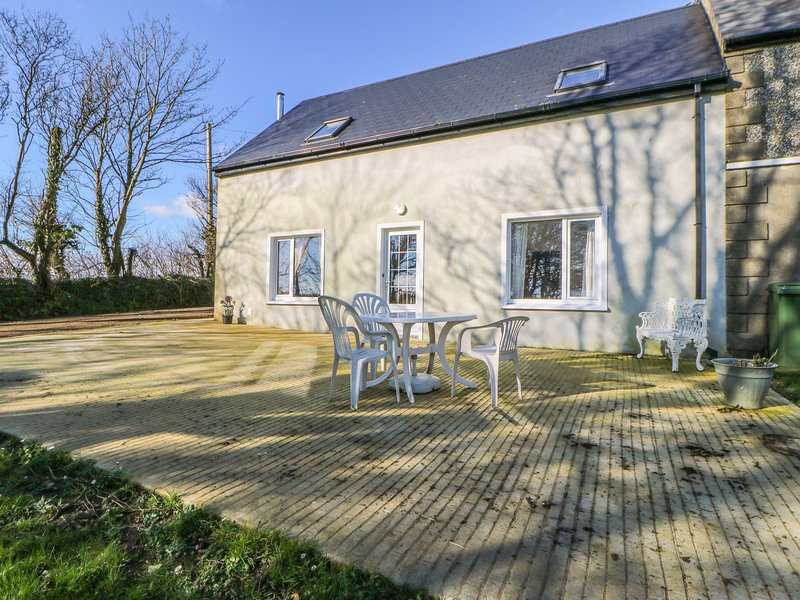 BEEHIVE COTTAGE, open-plan, countryside views, WiFi, Ref 976862, casa vacanza a Clonakilty