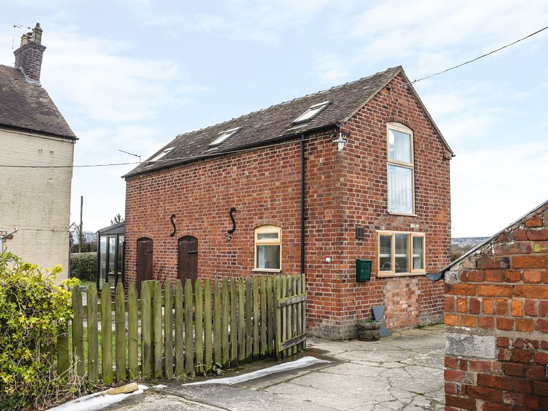 THE COW SHED, woodburner, conservatory, countryside, near Shrewsbury. Ref, vacation rental in Dorrington