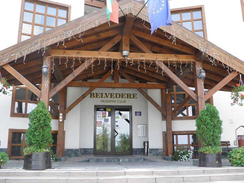 Belvedere Holiday Club Cosy Ski and Sun Apartment few steps to Gondola, casa vacanza a Simitli