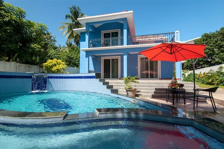 #VillaCandolim - Blue Villa with Swimming Pool, Waterfall, Jacuzzi & Pool Table, holiday rental in Sinquerim