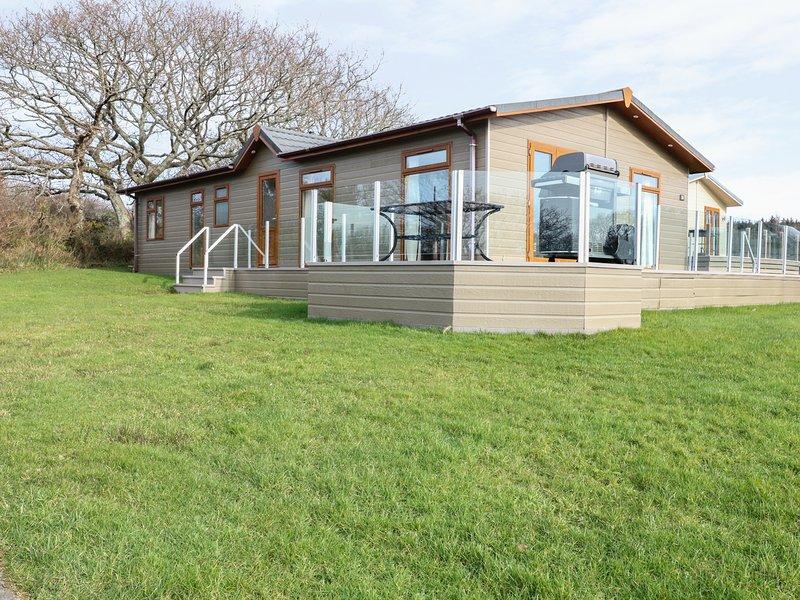 33 Y NODDFA, modern interior, three bedrooms, coastal location, in Pwllheli, casa vacanza a Trefor