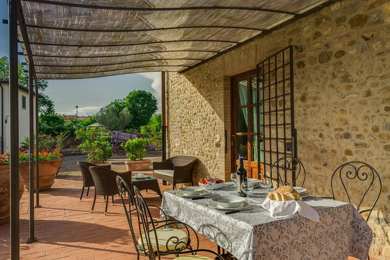 L'Aia, two bedrooms apartment in the Chianti area with swimming pool!, holiday rental in Sambuca