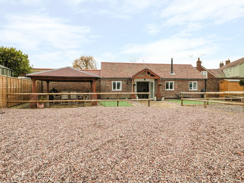 THE STABLE, open-plan living, barn conversion, pet-friendly, Ref 931472, vacation rental in Oldbury-on-Severn