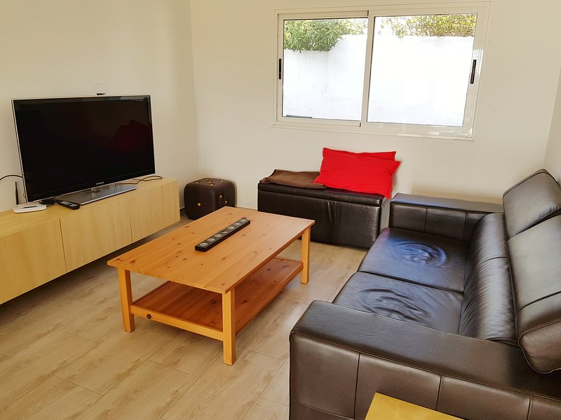 Nice apt with garden & terrace, holiday rental in Nazaret
