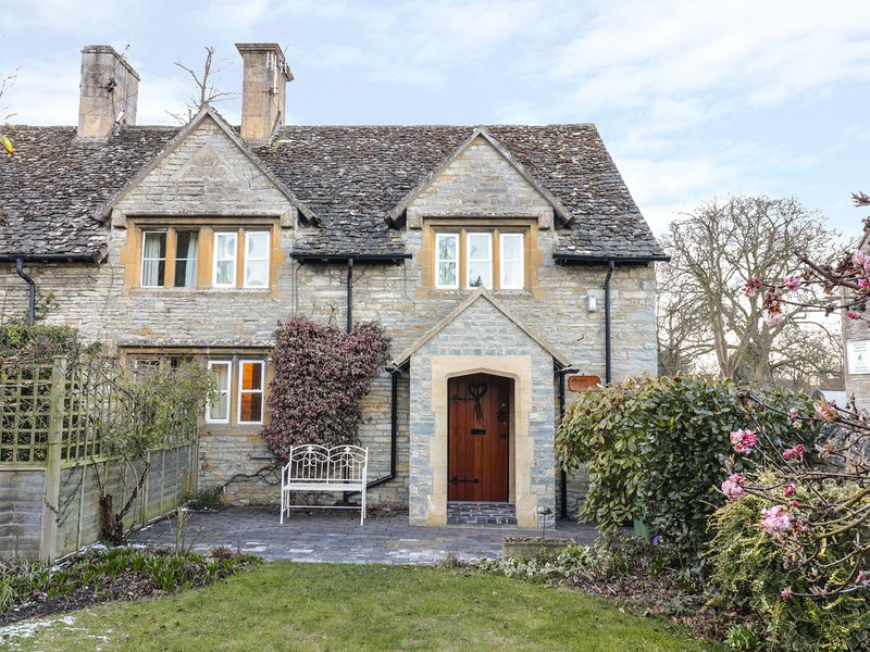 BEAR'S COTTAGE, Grade II listed, original stone floor, WiFi, Ref 928315, Ferienwohnung in Badsey