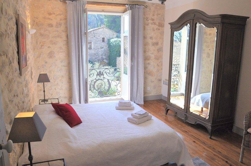 le Petit Moulin - 2 bdrm - 2 bath apartment on private Provencal estate -, Ferienwohnung in St-Rémy-de-Provence