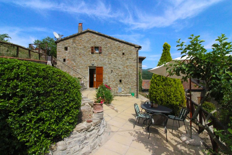 Polvano Apartment Sleeps 4 with Pool - 5490600, vacation rental in Pieve di Chio