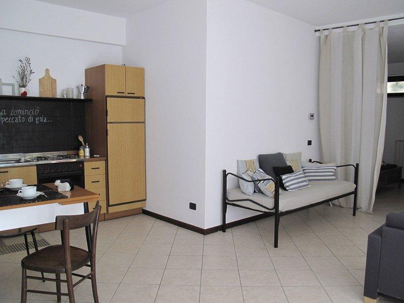 A casa di Sole 2, vacation rental in Brovello-Carpugnino
