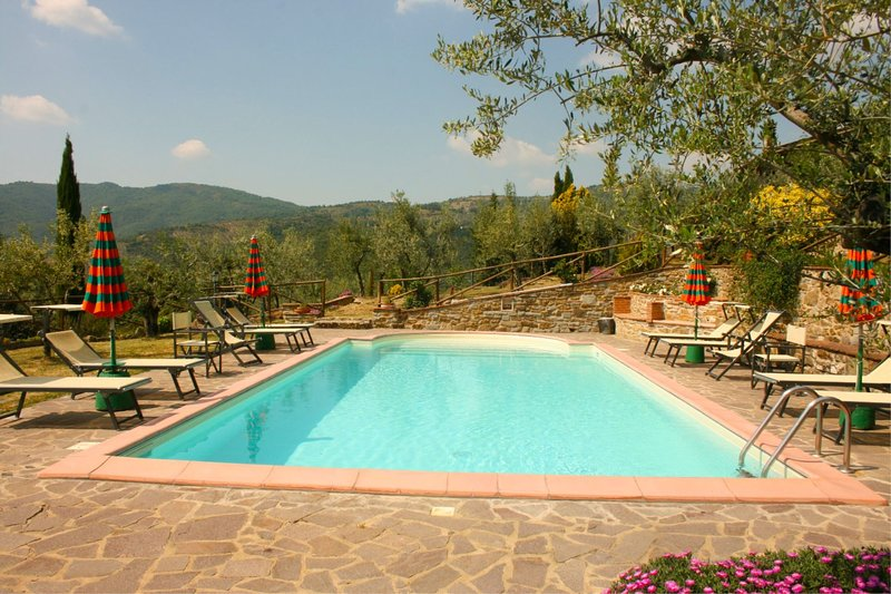 Santo Stefano Villa Sleeps 4 with Pool and Air Con - 5490377, vacation rental in Pieve di Chio