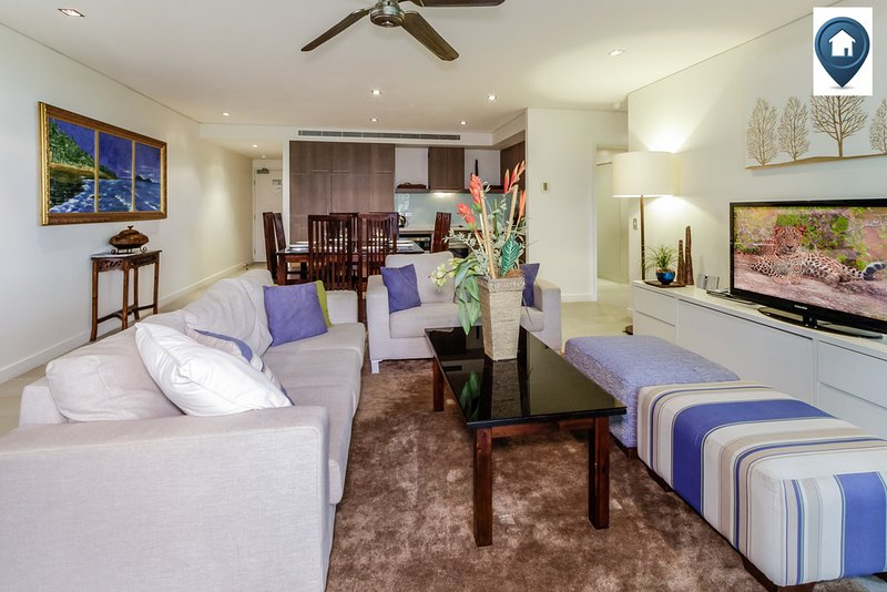 Violet | Private 4 Bed Apartment at Sea Temple, vacation rental in Palm Cove