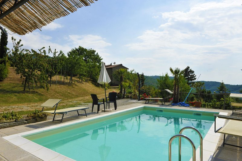 Polvano Villa Sleeps 5 with Pool - 5490574, vacation rental in Pieve di Chio