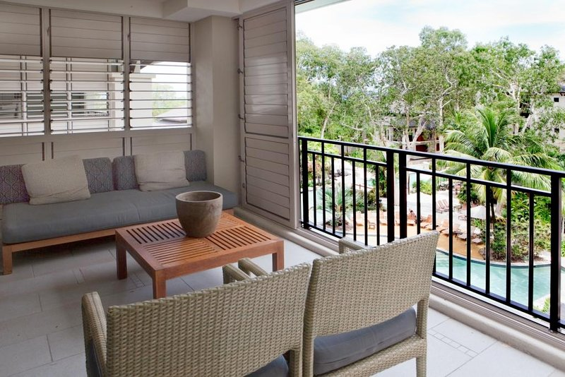 Buttercup | Private Penthouse Sea Temple Palm Cove, vacation rental in Palm Cove