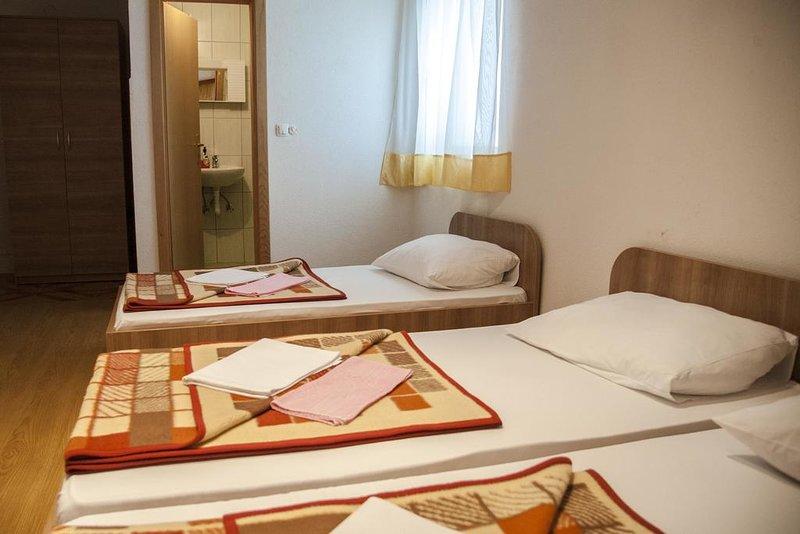 Pansion Danijel - Triple Room, holiday rental in Medjugorje